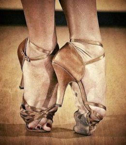 國標舞鞋柔軟度